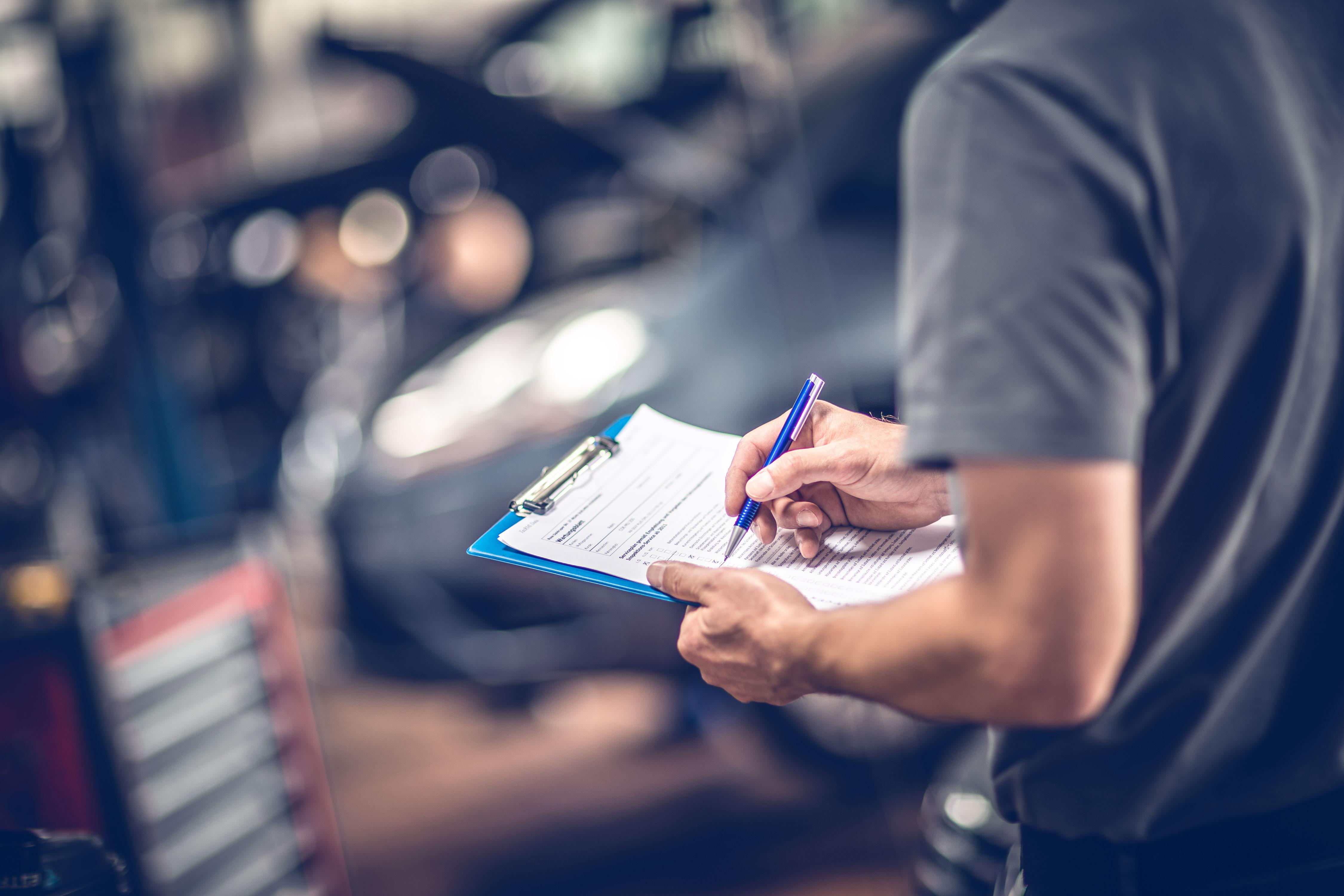 Inspektion und Auto Check in der Werkstatt