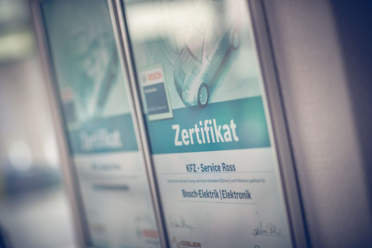 Zertifikat der KFZ Werkstatt Ross im Bereich Elektronik