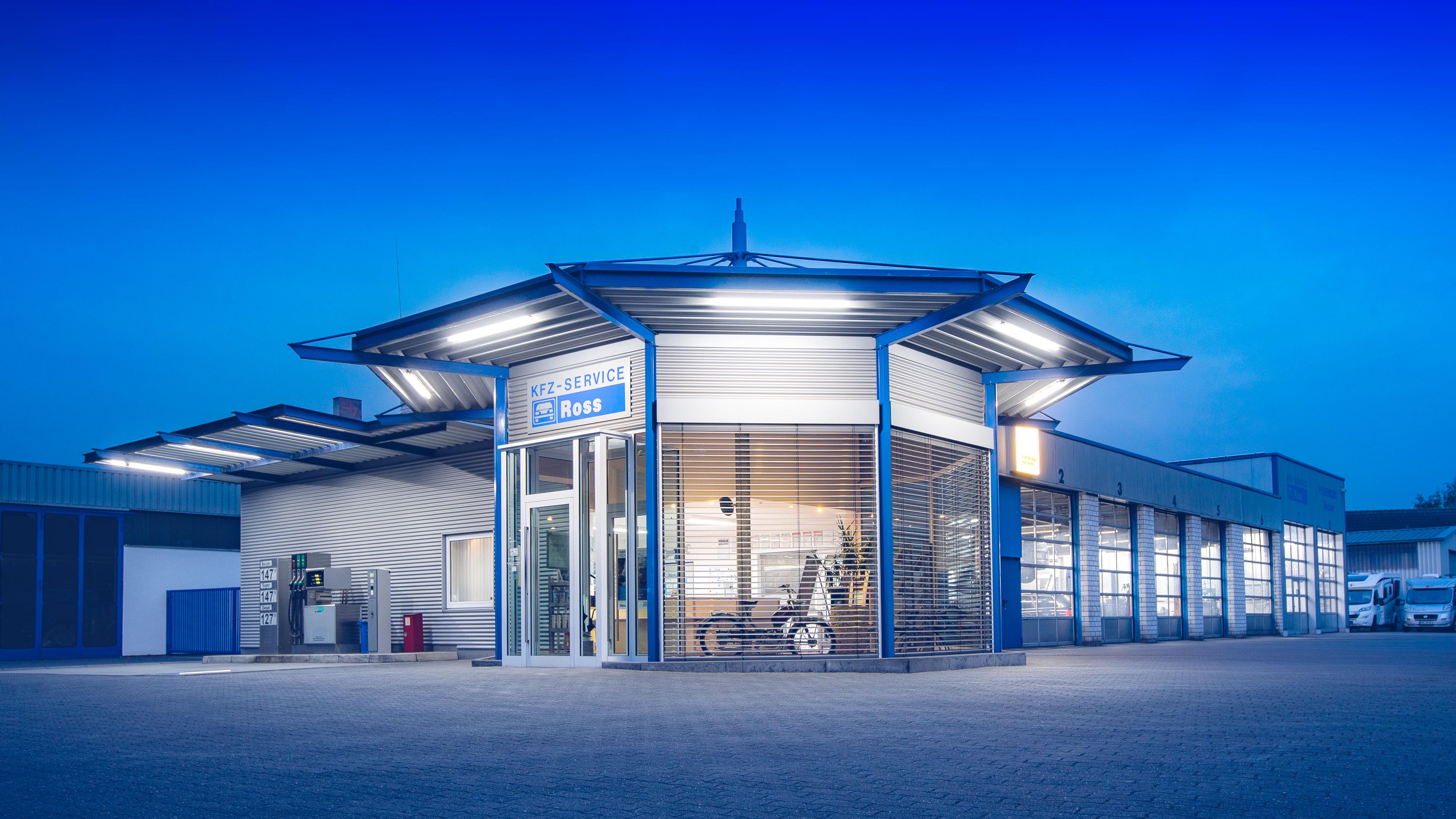 Eine stimmungsvolle Außenaufnahme der Auto Werkstatt KFZ Service Ross in Dülmen Hiddingsel